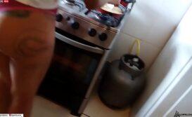 Fudendo a empregada novinha dentro da cozinha de casa