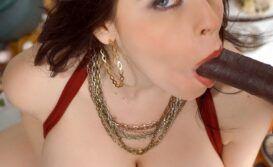 Mulher peituda pelada em fotos de sexo caseiro