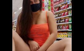 Mulher se masturbando dentro do supermercado caiu na net