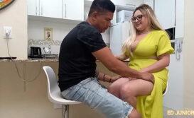 Atriz porno pagando boquete na pica grande do negão